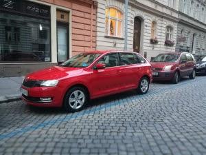 Parkovani v Praze modra