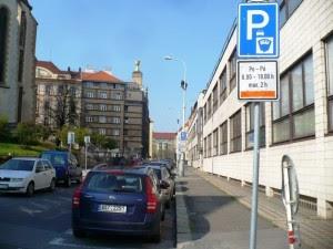 Parkovani v Praze oranzova