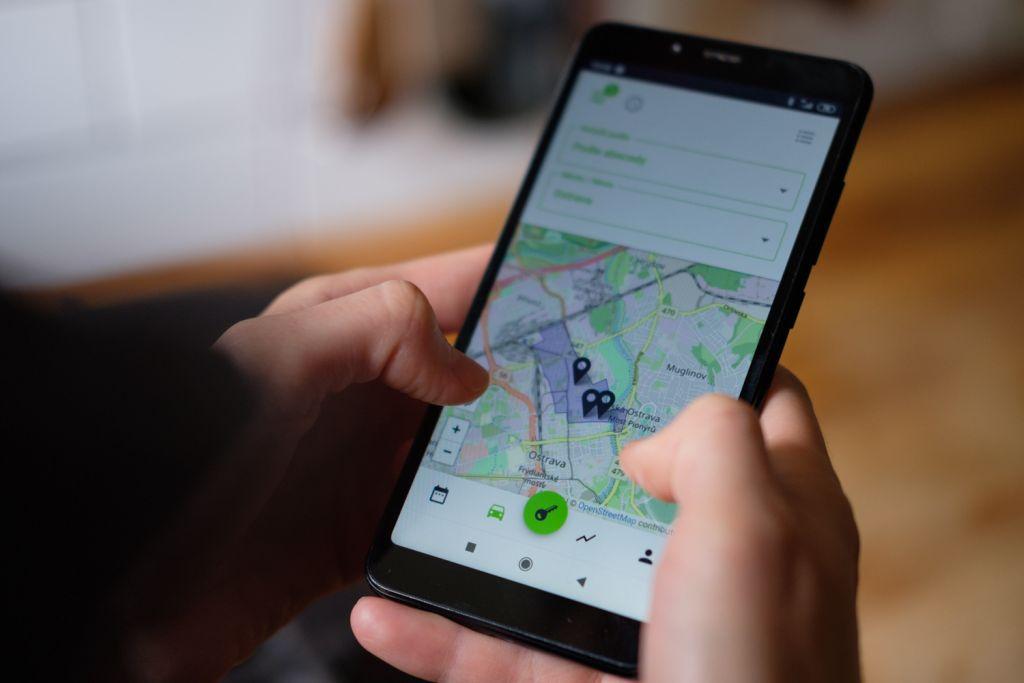 Efektivní pracovní cesty - auto v mobilu